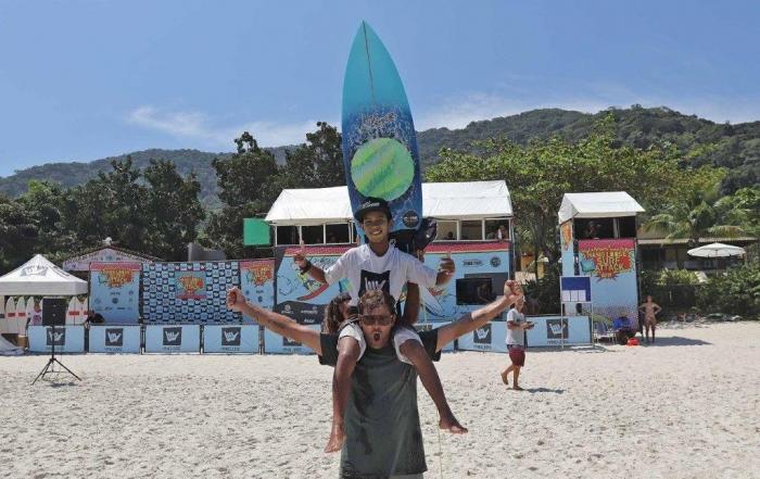 João-Vitor-Hang-Loose-Surf-Attack-Juquehy-Foto-Munir-El-Hage
